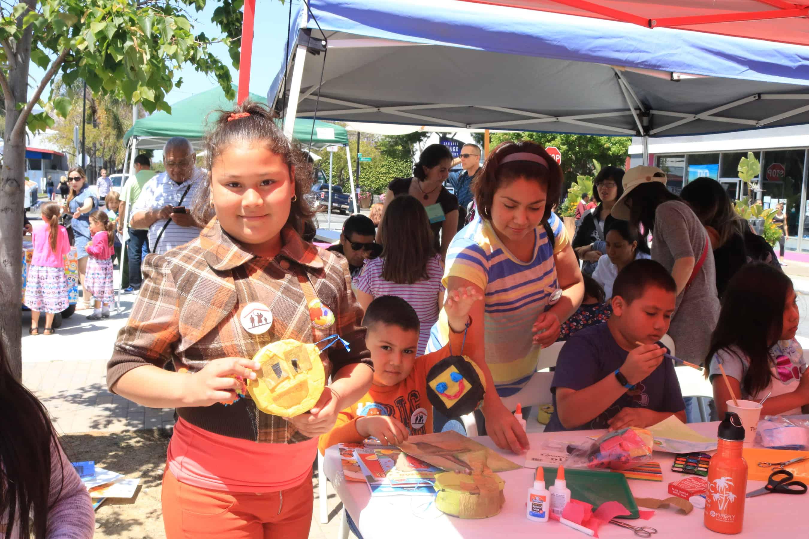 Family Art Day/ Día del Arte y la Familia en MACLA